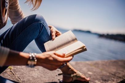 reading-925589_640